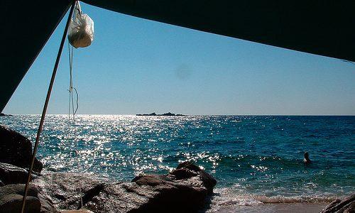 Λίγο Ήλιο, λίγο θάλασσα και τη σκηνή μου | Σκέψεις πάνω στο ελεύθερο κάμπινγκ