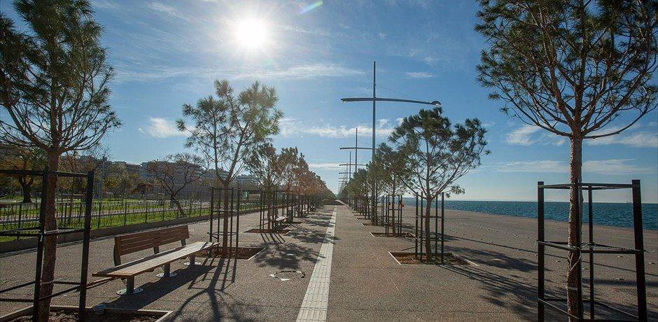 «Και πού θα τα βάλει τα stands εδώ;» | Τραπεζοκαθίσματα και Νέα Παραλία